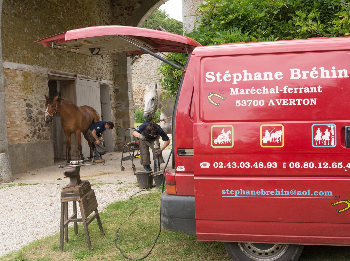 The French farrier Stéphane Brehin at work